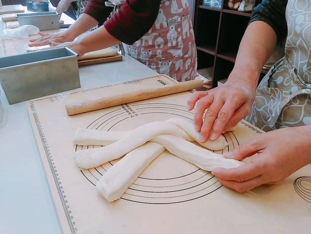 デニッシュ食パン 成型2