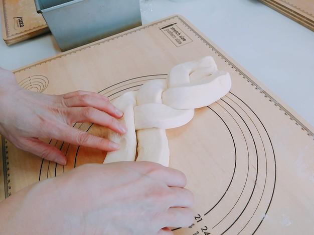デニッシュ食パン 成型