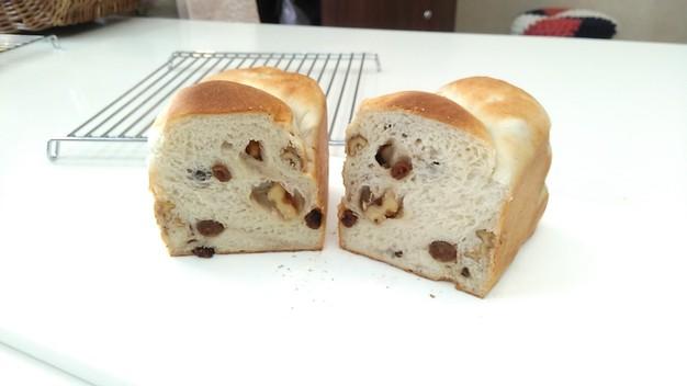国産小麦で作るくるみレーズン食パン2