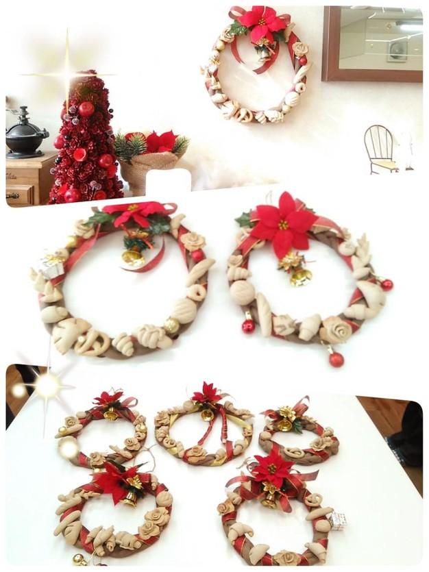 飾りパンで作るクリスマスリース