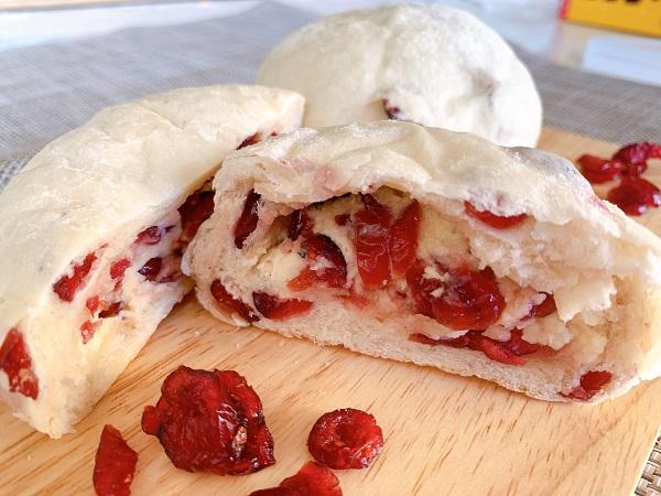 ★Wクランベリーとクリームチーズの白パン